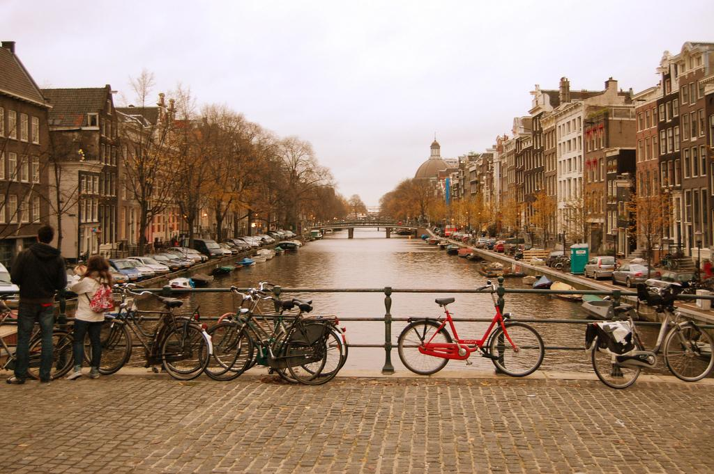Amsterdam Canal - Photo: © Jonathan Ziapour